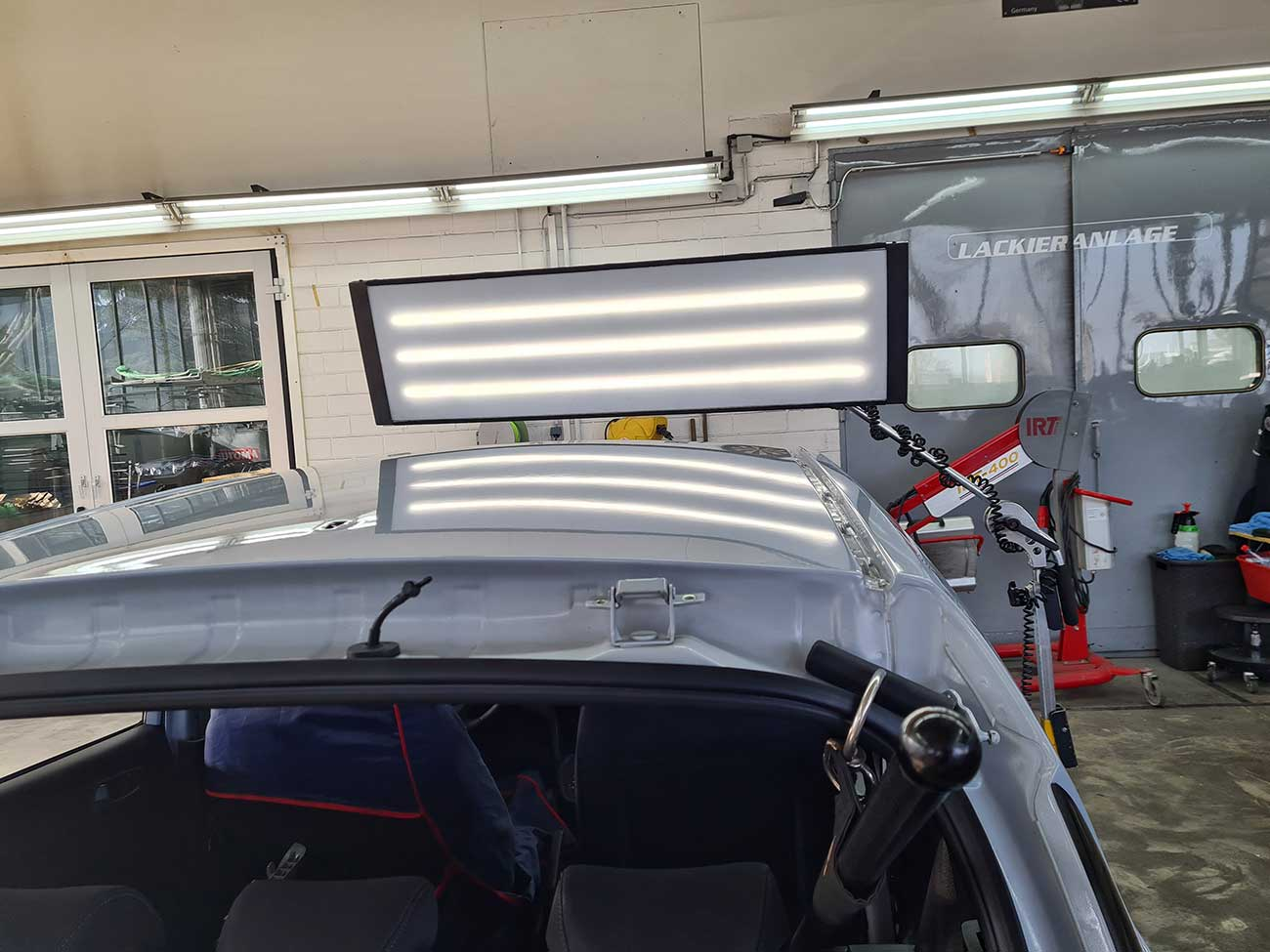 Reparierte-Schneelawine-auf-Fahrzeugdach- Beulendoktor Kassel- Die Fahrzeug-Ambulanz