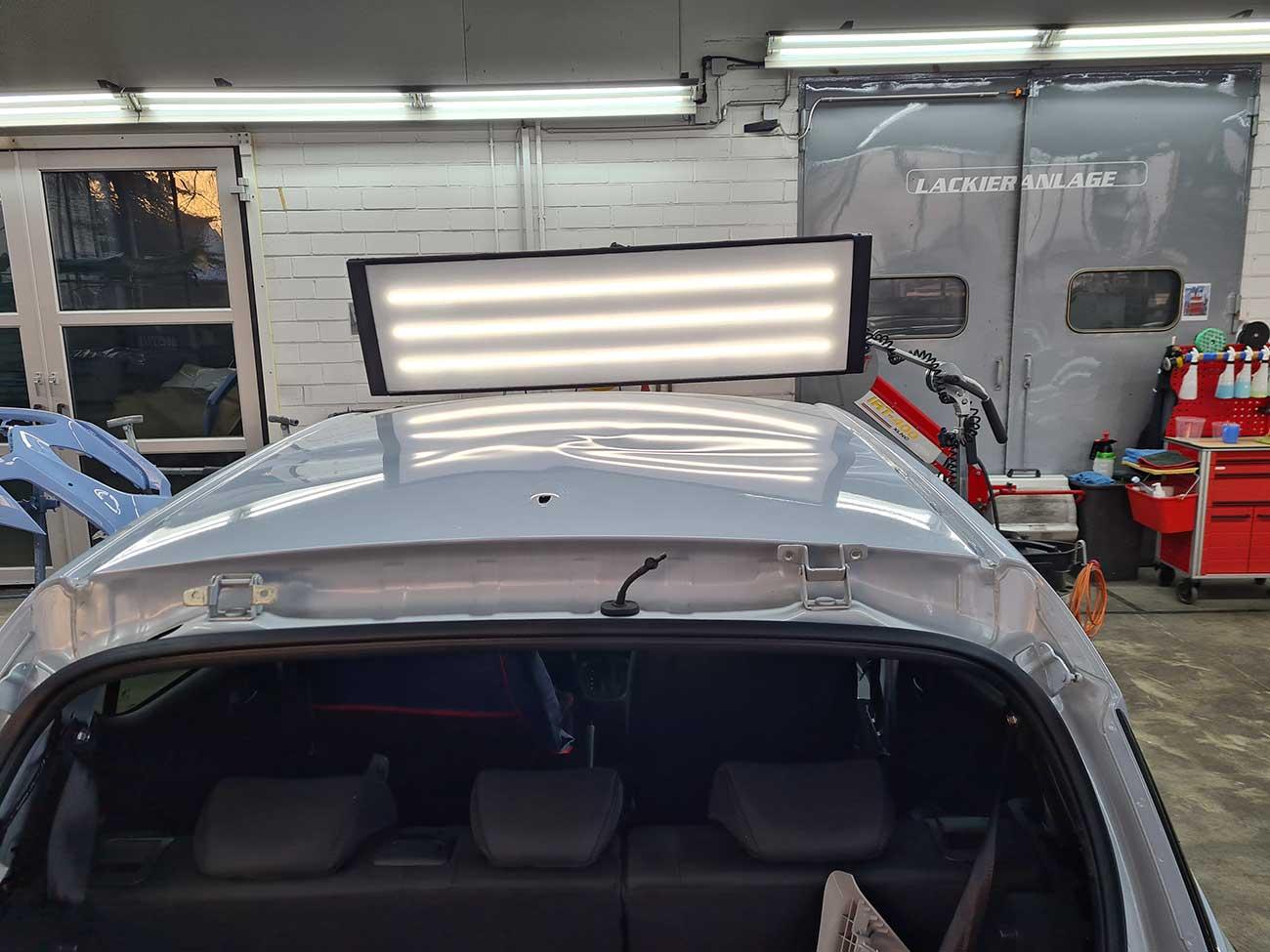 Schneelawine auf Fahrzeugdach - Beulendoktor Kassel- Die Fahrzeug-Ambulanz