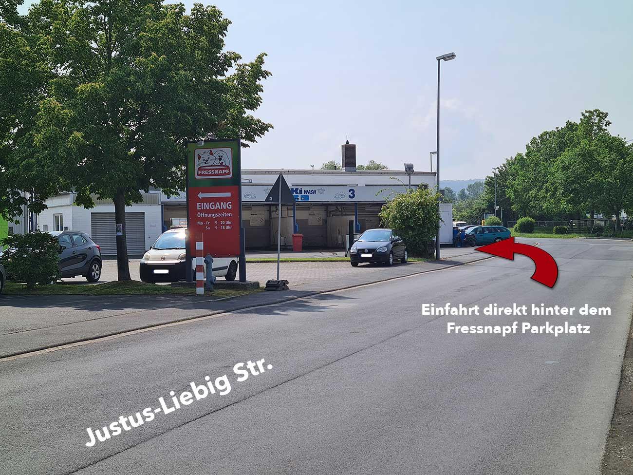 Zufahrt zur Werkstatt-Beulendoktor Kassel- Die Fahrzeug-Ambulanz